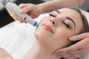 Lady having a HydraFacial